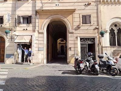 rent-shop-roma-via-sistina