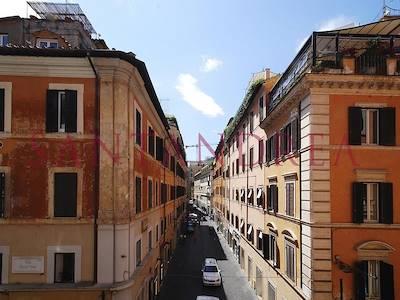 sale-apartment-roma-via-frattina